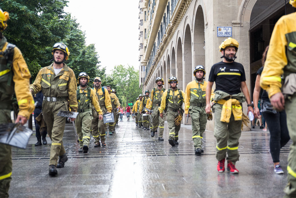 bomberos forestales en lucha Arainfo